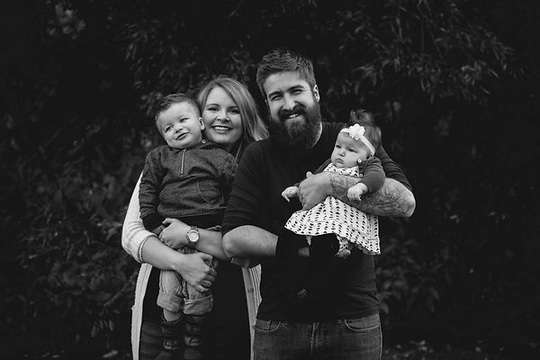 lauzon.family.2018.BW (15 of 18).jpg