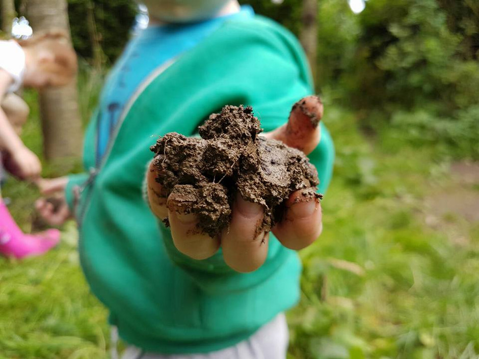 7 Awesome Reasons Why Kids Need To Get Muddy