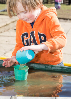 Exploring water affordance in elemental play
