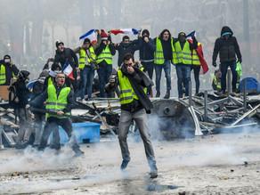 Chalecos amarillos piden a franceses retirar dinero de cuentas bancarias