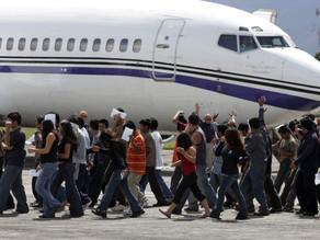 Estados Unidos rompe récord de deportaciones en la frontera