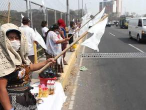 Toman trabajadores informales las calles de Guatemala; piden alimentos