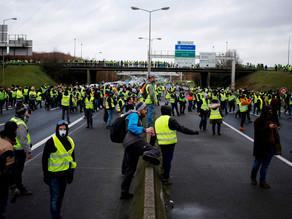 """Dos mil detenidos por protestas de """"chalecos amarillos"""" en Francia"""