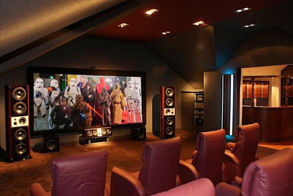 Rahmenleinwand-Kino-im-Wohnzimmer