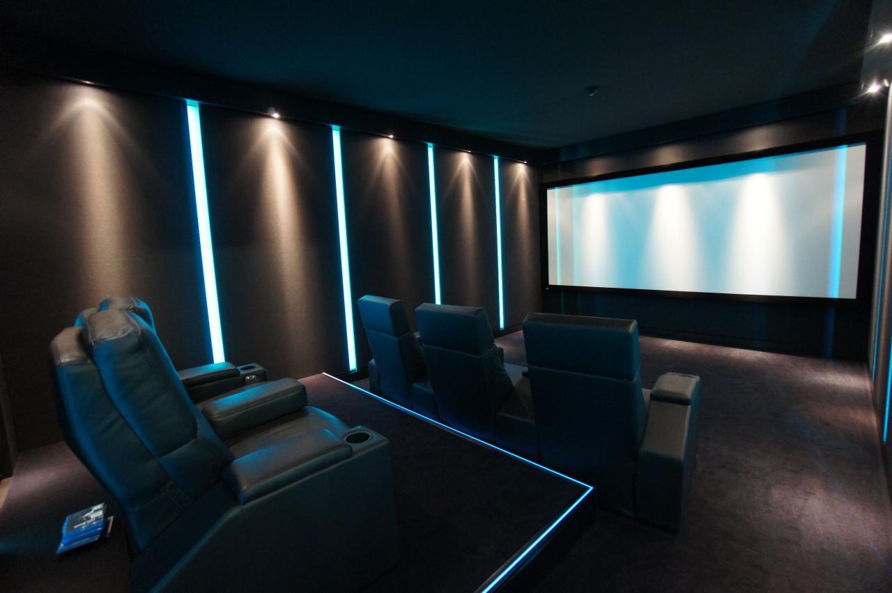 Heimkino-Matrix-Rahmenleinwand-Kino-im-W