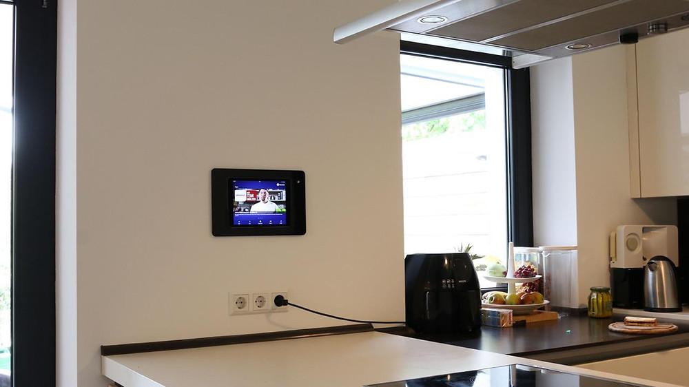 iPad in Wand eingelassen für komplette Heimkino Steuerung