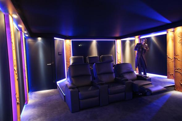 Kinosessel-Heimkino-Jokerspalace-Kino-im-Wohnzimmer