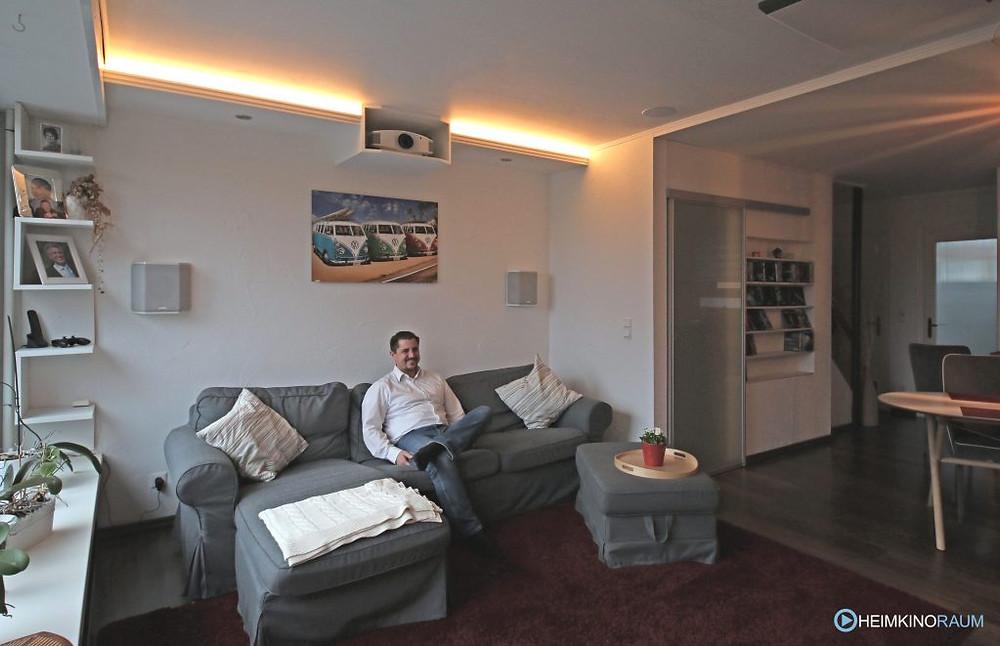 Wohnzimmer mit Beamer