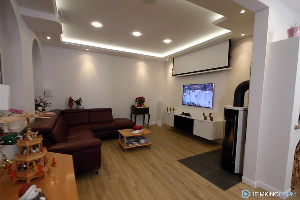 Leinwand-Fernseher Duolösung im Wohnzimmer