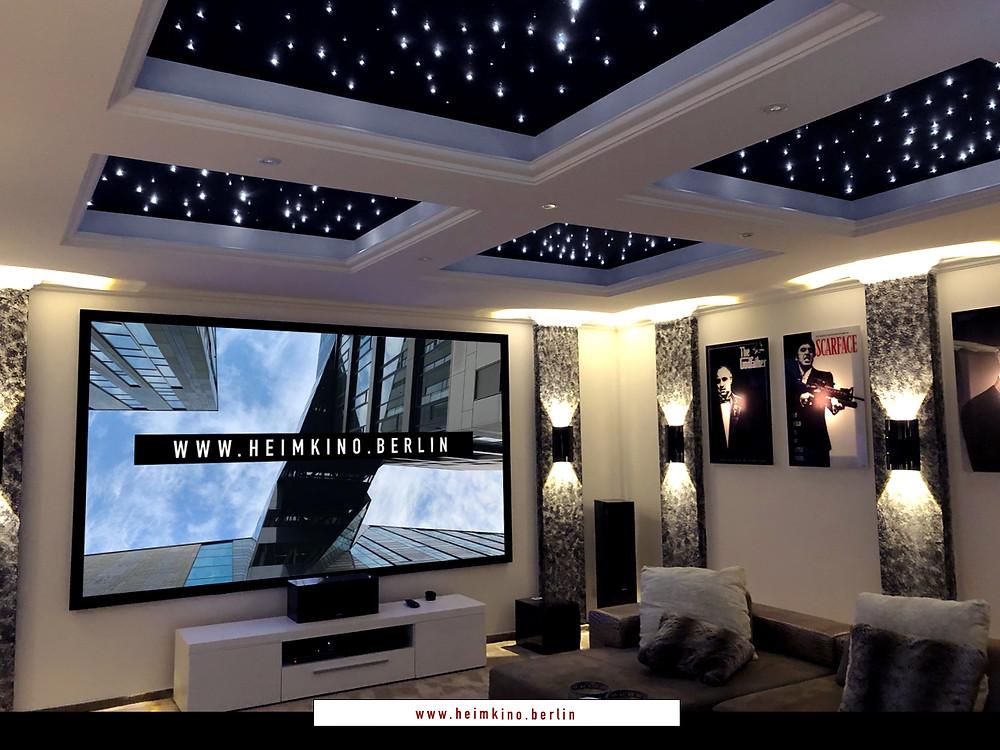 Rahmenleinwand im Wohnzimmer integriert