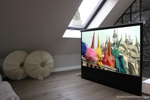 Leinwandlift-Kino-im-Wohnzimmer