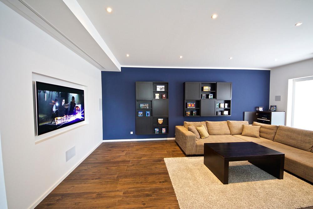 Verstecktes Kino im Wohnzimmer