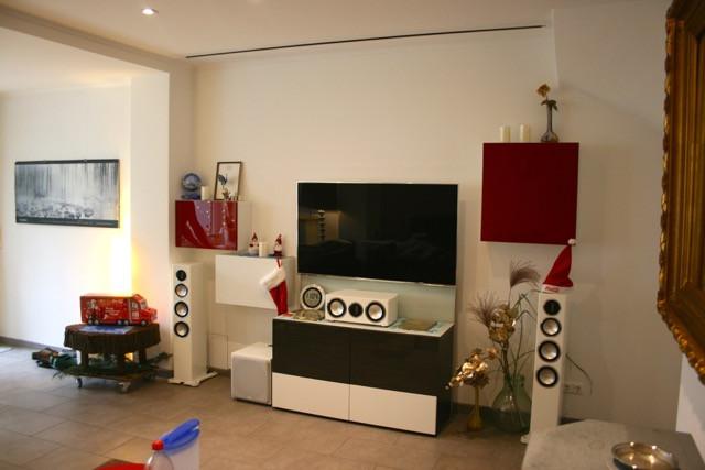 Fernseher-Leinwand-Lösung in Wohnzimmer