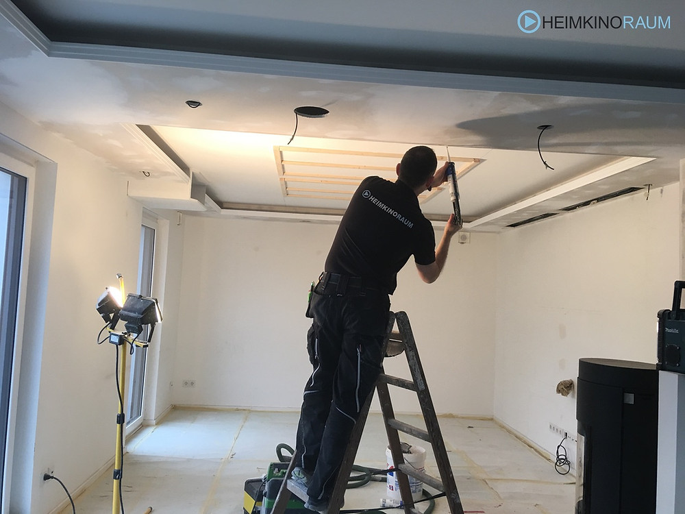 Baufoto-Installateur bei Arbeit