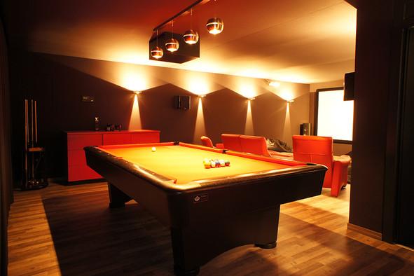 Heimkino_Casino-Lichtspots-an-Wänden