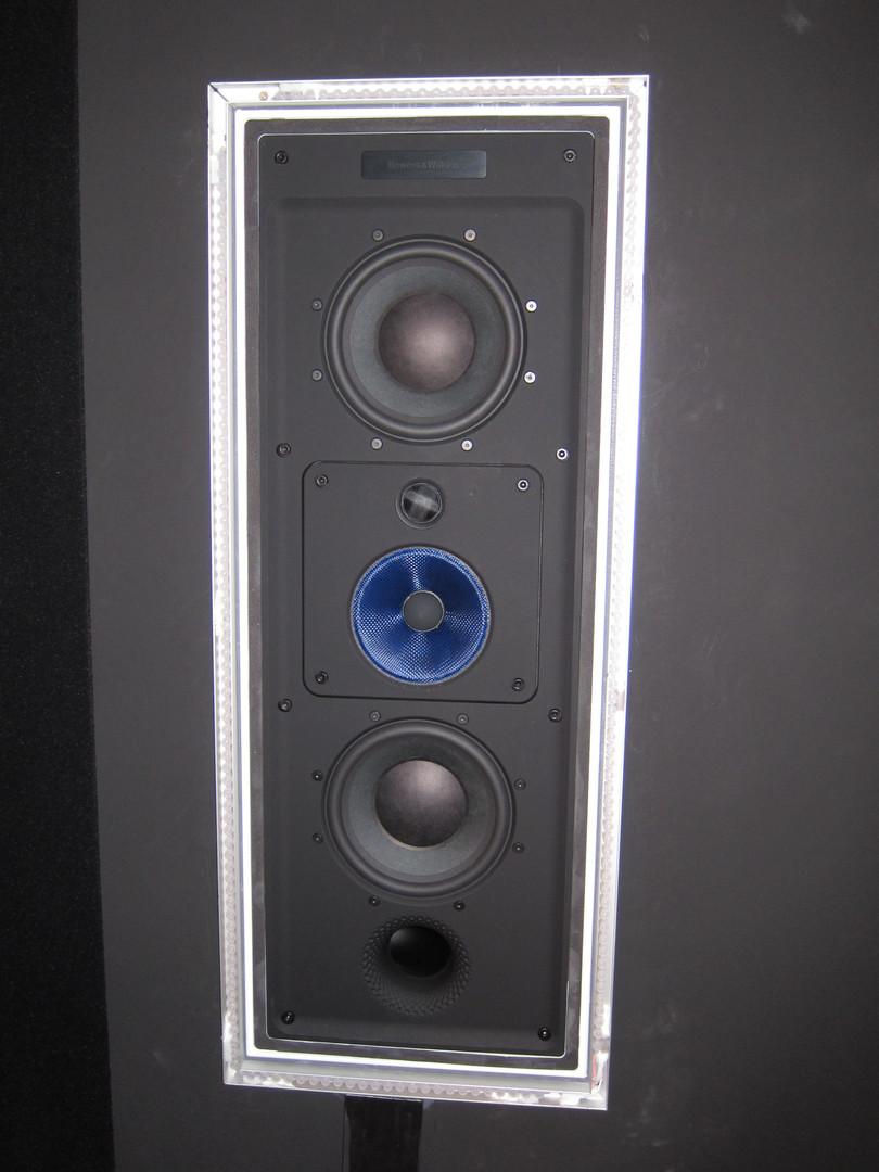 In-Wall-Lautsprecher-ohne-Abdeckung.jpg
