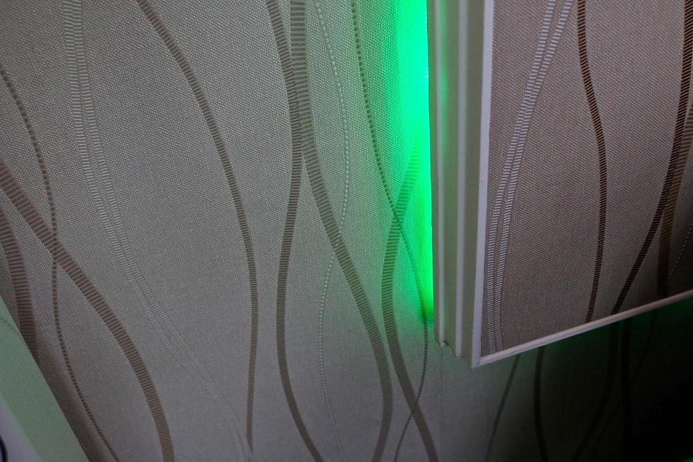 LED-Beleuchtung hinter Fernsehwand