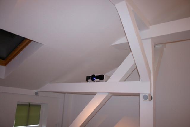 Beamer auf Dachbalken, Beamer-Integration-Lösung-im-Wohnzimmer
