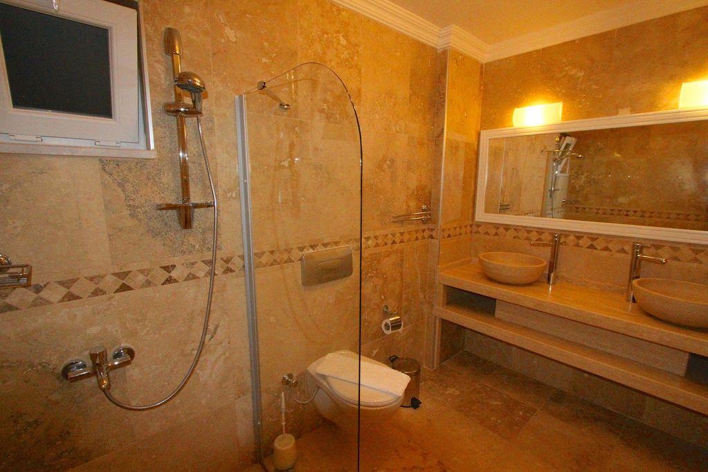 Villa Jasmine bathroom
