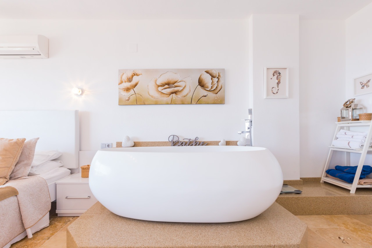 bath with picture