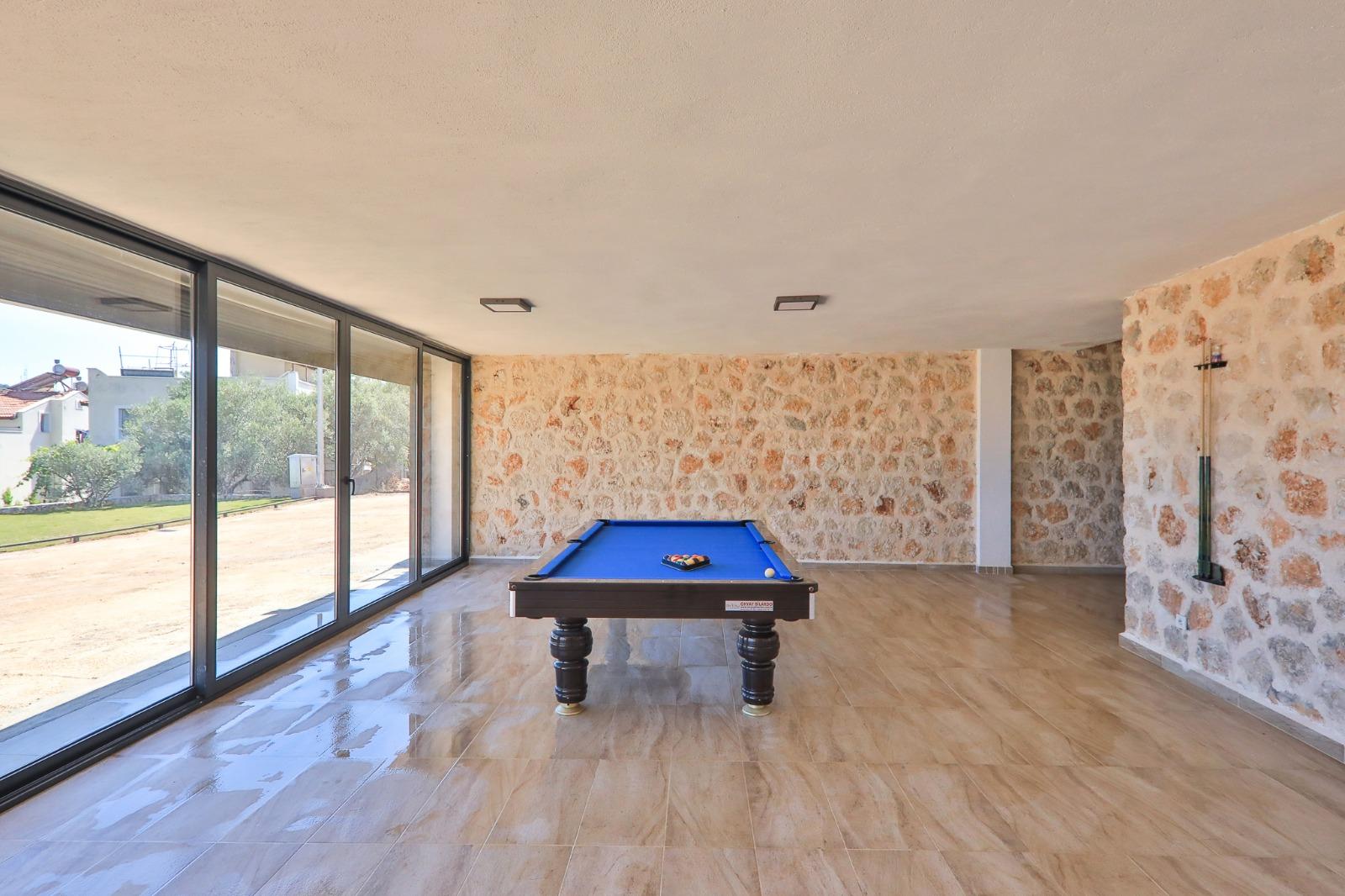 pool games room