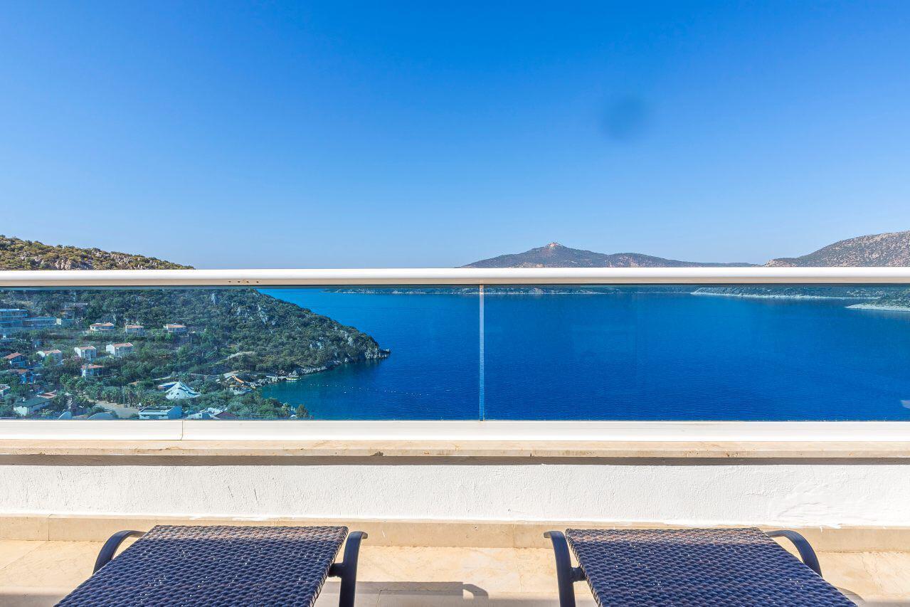 everest balcony view