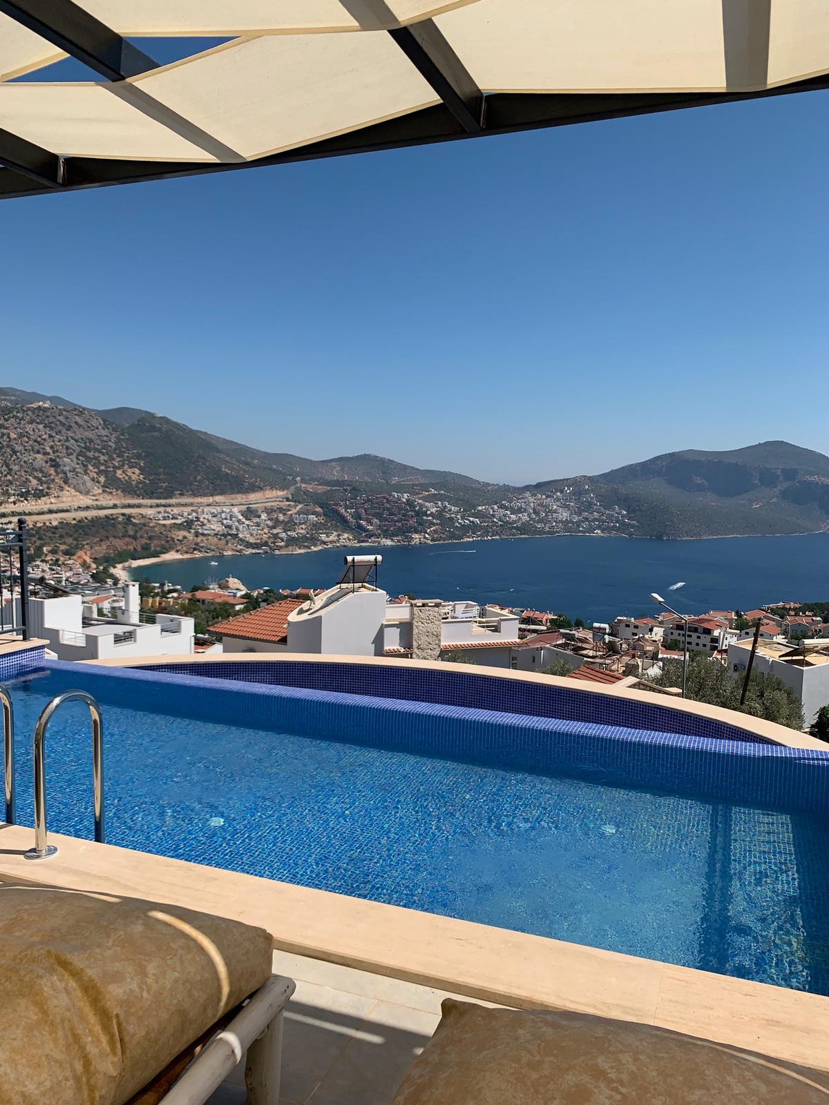 V840 pool view