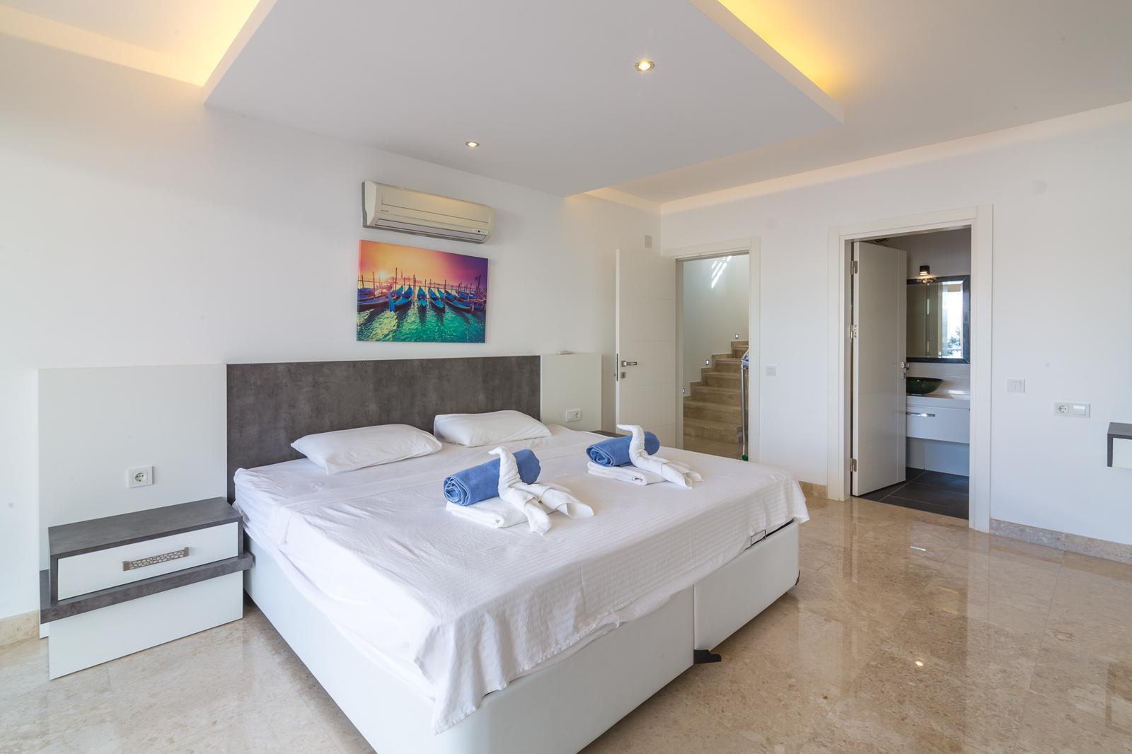everest venice bedroom