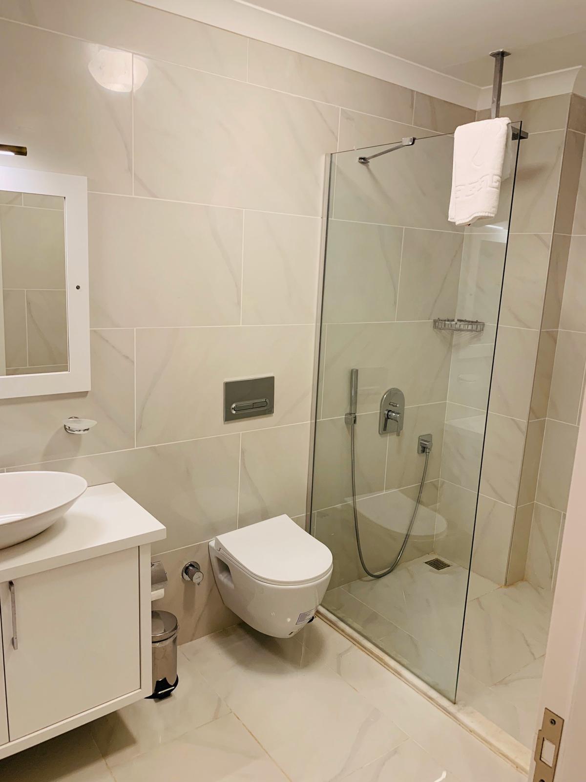 V840 shower room