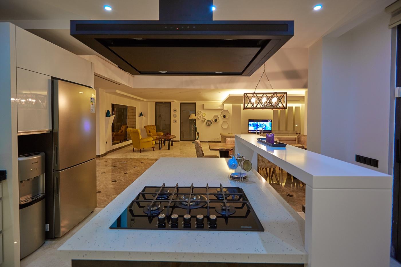 kitchen to salon