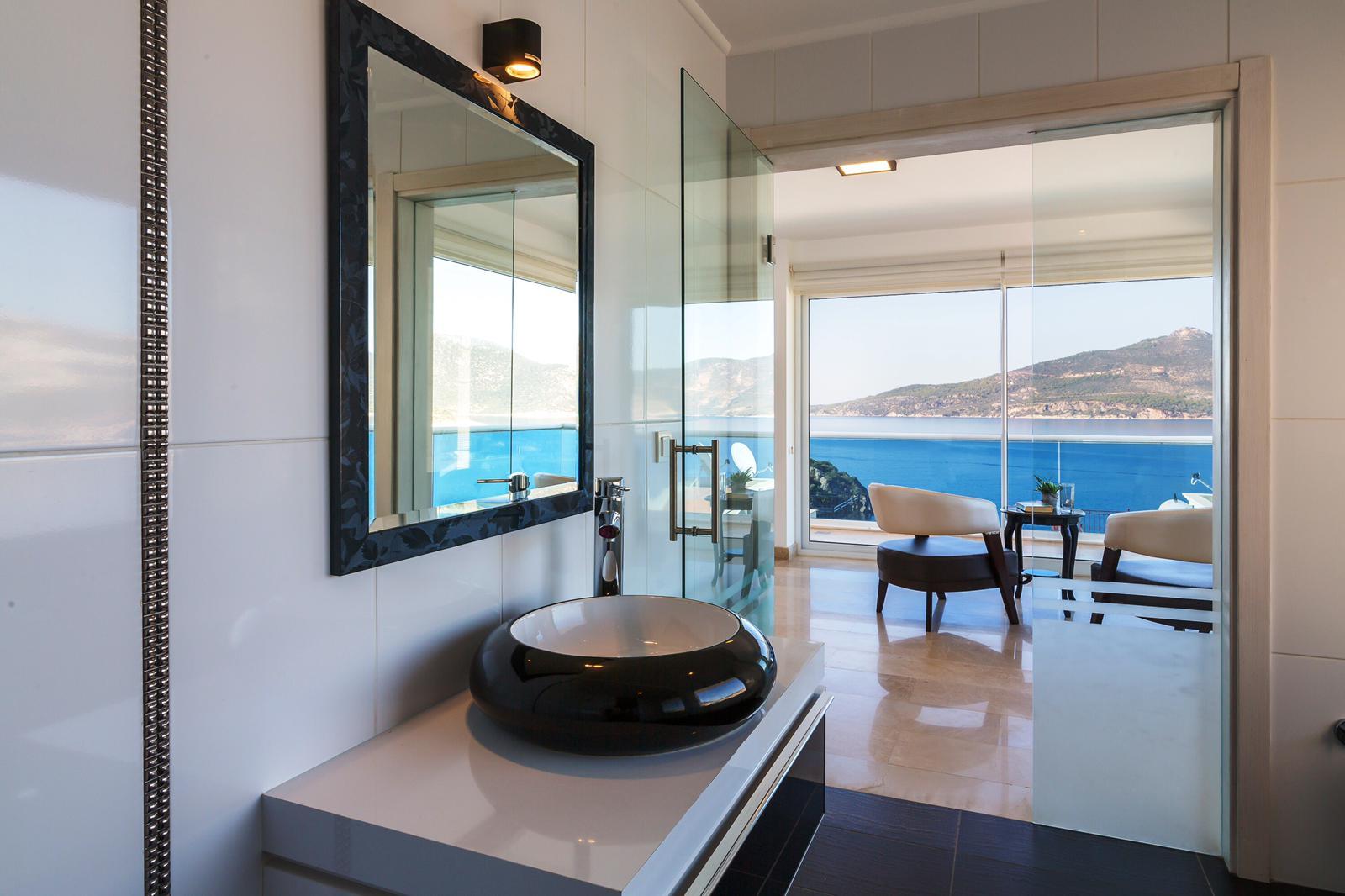 everest bathroom 2