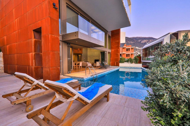 Building pool