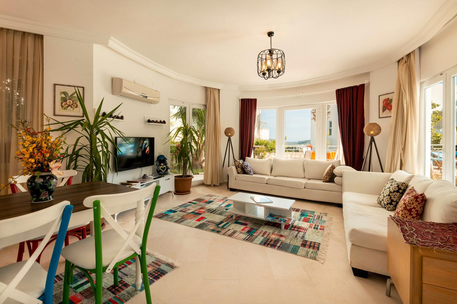 V838 lounge