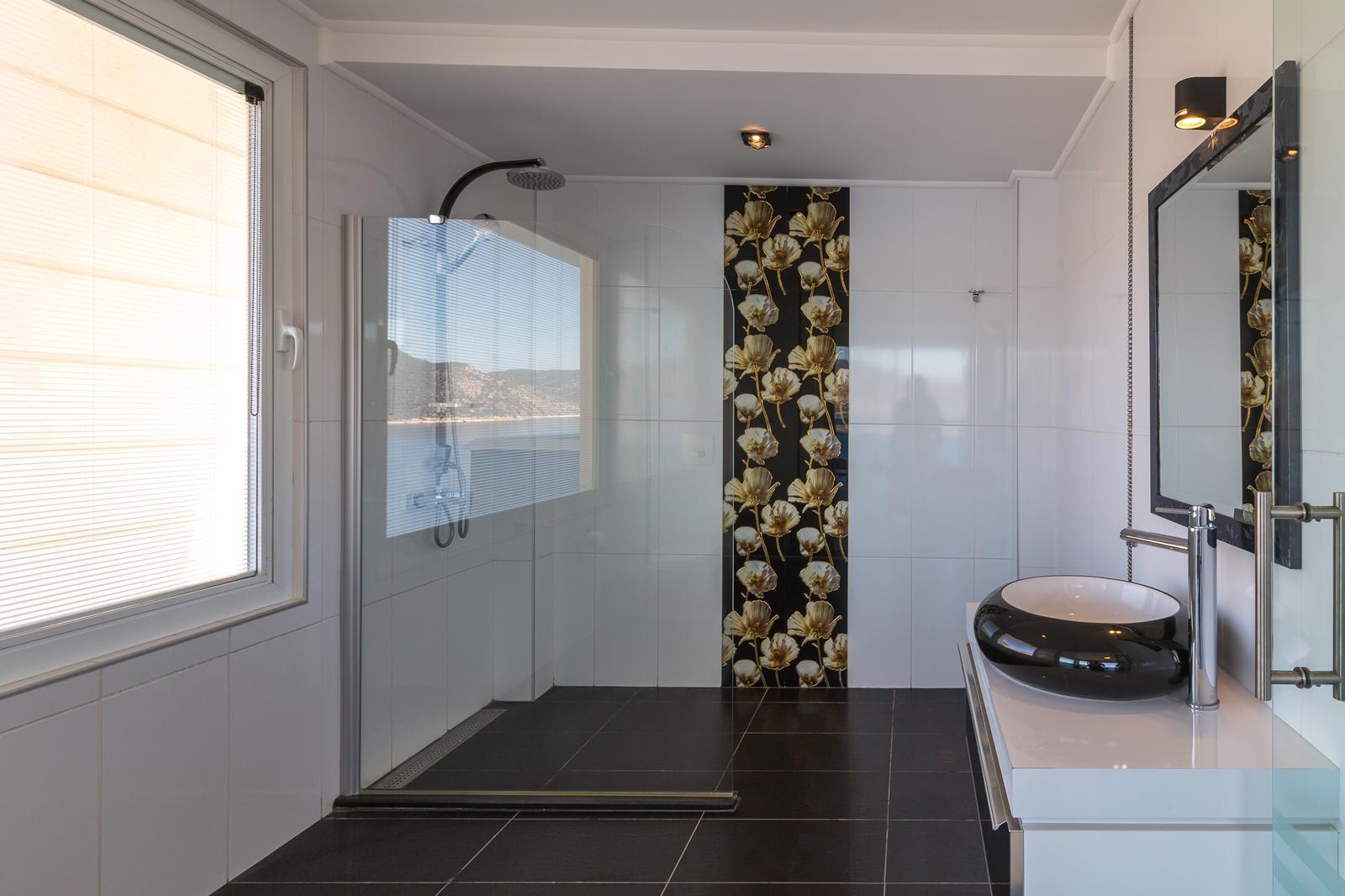 everest flower bathroom