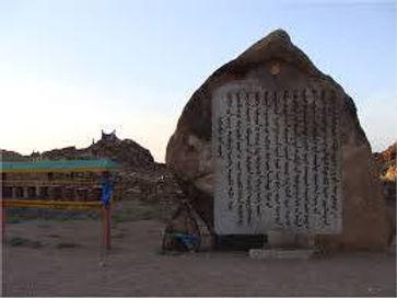 南ゴビの聖地に位置する女性の美しさを賛歌した石像