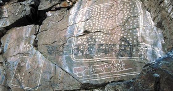 都内にあるシャーマンが儀式を行う聖地の岩絵。