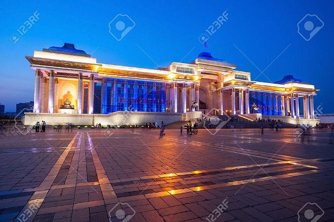 75163125-夜政府宮殿。そのチンギスハーン正方形またはモンゴルの首都ウラン