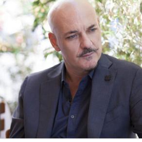Sylos Labini invita i magistrati a teatro: «Una persona pulita si ritroverà in questa battaglia»