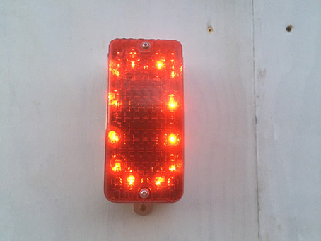 Site hoarding lights in white or red