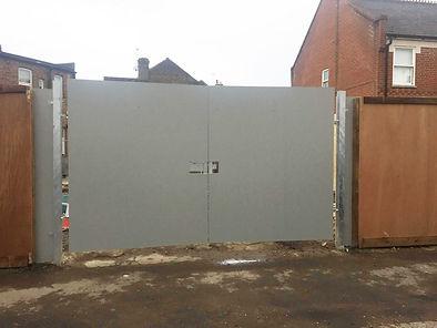4_metre_site_gates.JPG