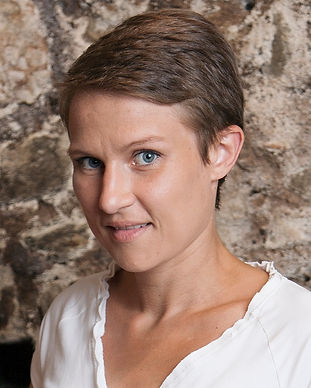 Constance Helbecque - Oenologue au Domaine Duboux_edited.jpg