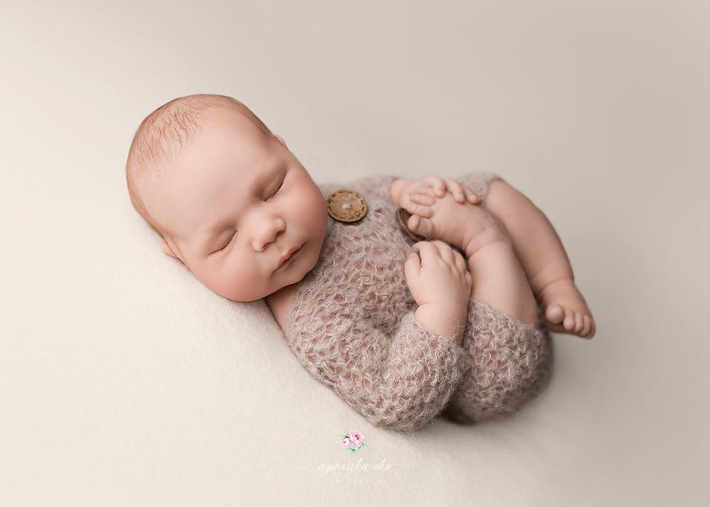 White newborn backdrop, Beanbag backdrop, Newborn posing fabric
