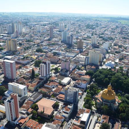 A cada 100 habitantes de São Carlos, pelo menos um tem doutorado
