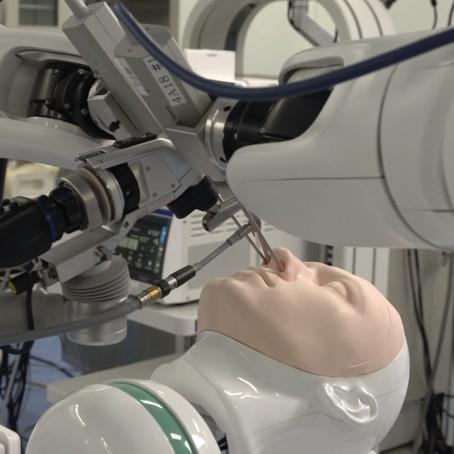 Cirurgias com robôs: operações no nariz, cérebro e em bebês podem ficar mais seguras