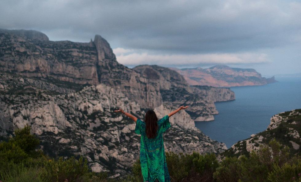 Un cercle de femmes dans les calanques de Marseille