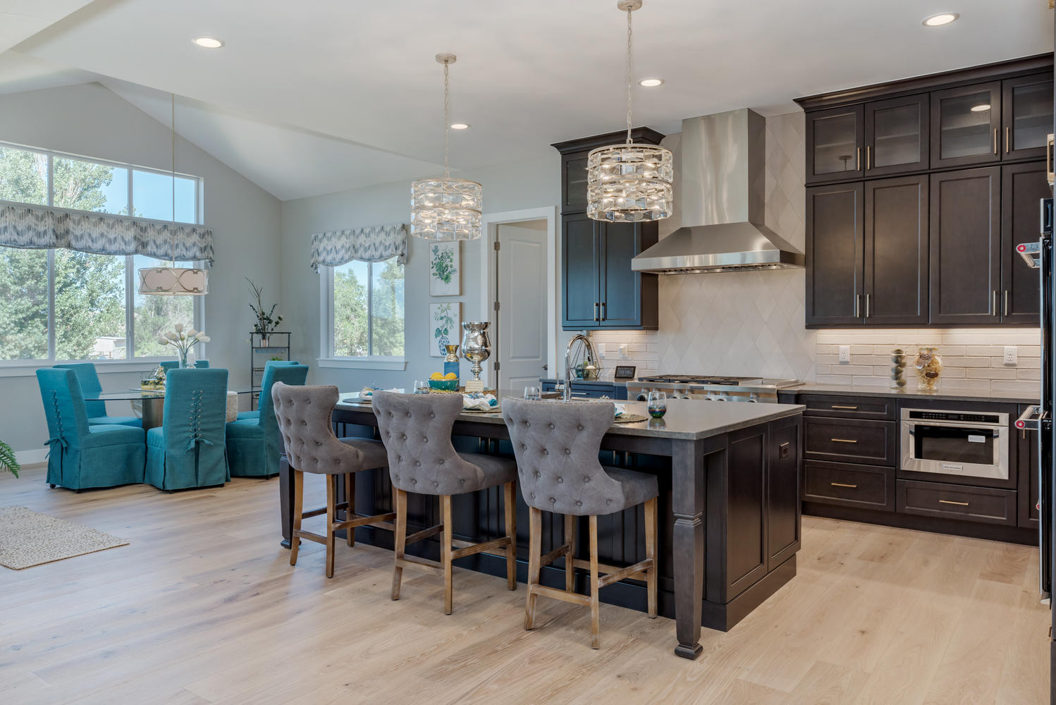 Large Gourmet Kitchen and Breakfast Nook