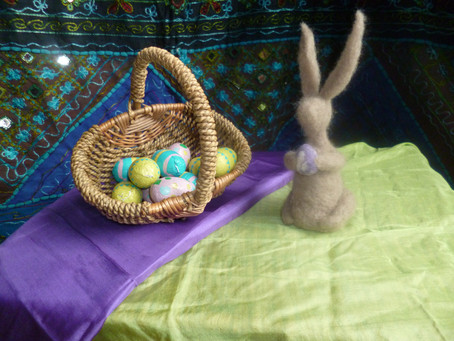 The Easter Hare visits Nottinghamshire schools!