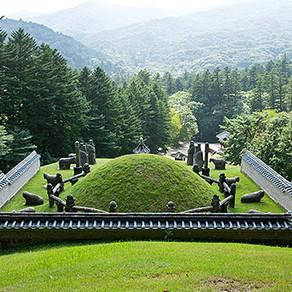 สุสานหลวงราชวงศ์โชซ็อน (Royal Tombs of the Joseon Dynasty) (Designated 2009)