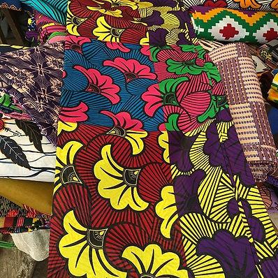 🦋 【西アフリカ、ギニアの青空マルシェでママさんたちが切り盛りするアフリカンプ