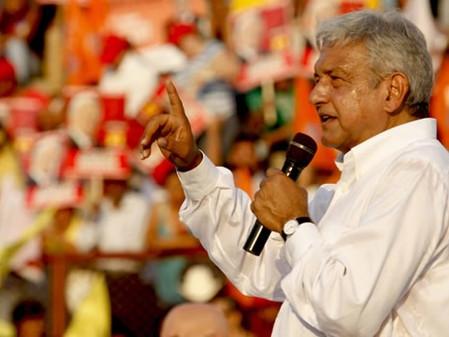 López Obrador recorre Michoacán y el Estado de México en busca del voto